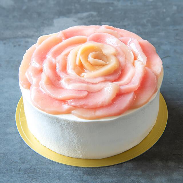 桃のホールケーキ